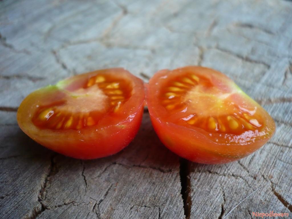 Odmiana Malinowy Kapturek ma delikatne w smaku skórkę i nasiona. Nie trzeba ich usuwać do jedzenia. Fot. Niepodlewam