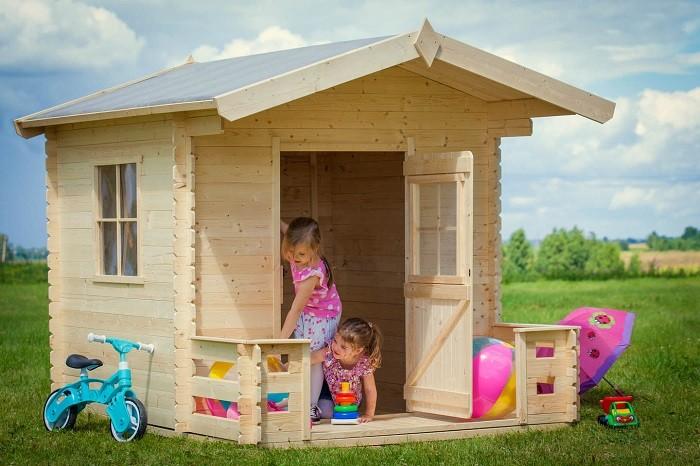 Drewniany domek zwerandą (model Alicja 4IQ). Fot.4IQ